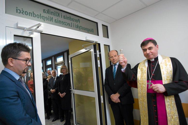 """Minister zdrowia Konstanty Radziwiłł podczas otwarcia poradni diagnostyki i leczenia niepłodności. Radziwiłł, jako lekarz, nie przepisałby pigułki """"dzień po"""" zgwałconej kobiecie"""