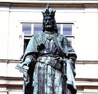 ... za to Karolowi IV rumak do trzymania dokumentu jest całkowicie zbędny.