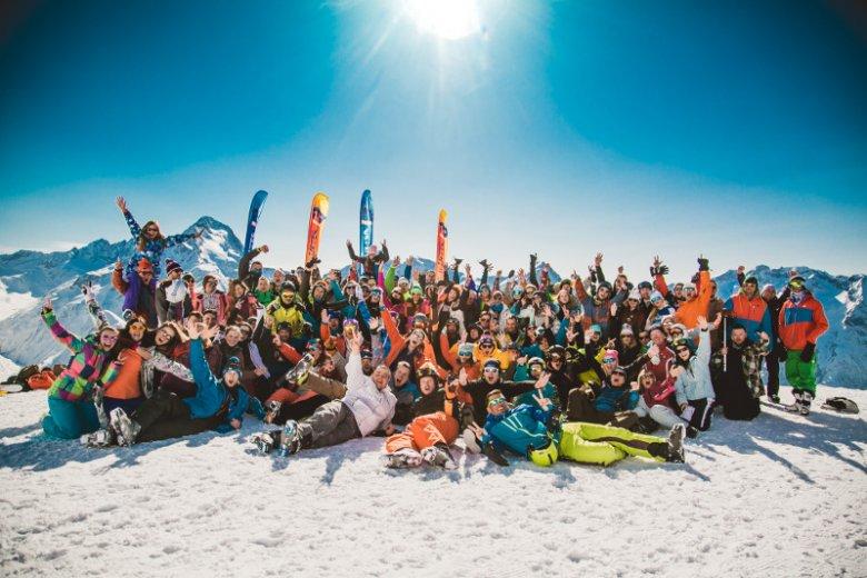 Najlepsze wyjazdy na deskę i narty, wystrzałowe imprezy i topowe ośrodki alpejskie. Z tego słynie biuro podróży Feel The Flow, które organizuje grupowe wyjazdy zimowe w Alpy.