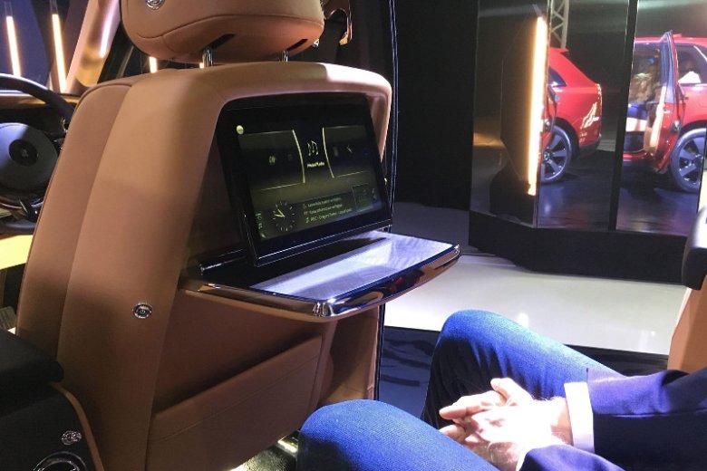 System multimedialny dla pasażerów tylnej kanapy w Cullinanie.