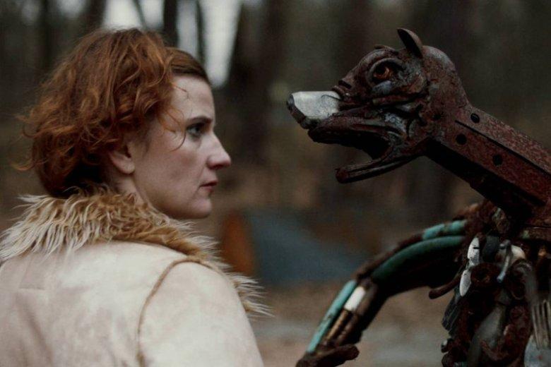 """Serial """"Pustkowie"""" składa się z 8 godzinnych odcinków - można je obejrzeć między innymi na HBO GO."""