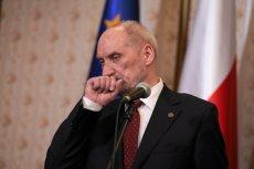 Opozycja chce złożyć wniosek o odwołanie szefa MON Antoniego Macierewicza.