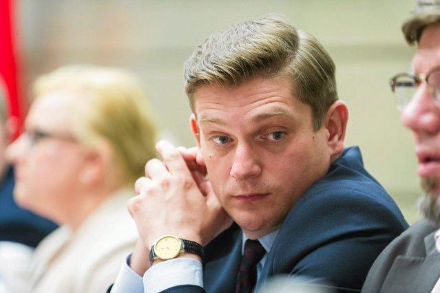 Wiceminister Bartosz Kownacki odpowiada w MON za zakupy dla wojska