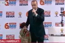 Premier Turcji Recep Tayyip Erdoğan mówił dziecku o męczeńskiej śmierci. Dziewczynka miała łzy w oczach.