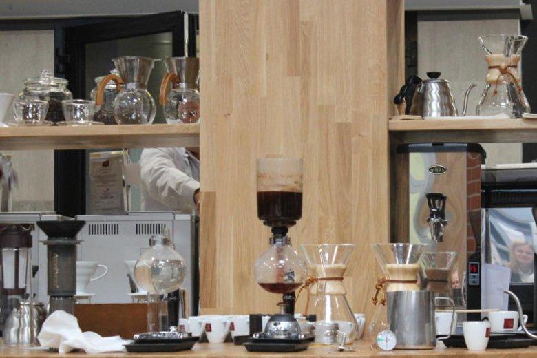 Kawa parzona przy pomocy syphonu.