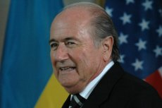 Zatrzymania prominentnych działaczy mogą zaszkodzić przewodniczącemu FIFA Seppowi Blatterowi, który ubiega się o piątą kadencję