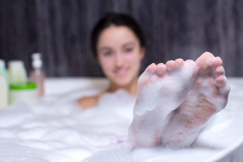Relaksujące pluskanie się w wannie pomoże złagodzić objawy depresji