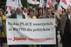 """Protest nauczycielskiej """"Solidarności"""" w 2008 r. w Kielcach."""