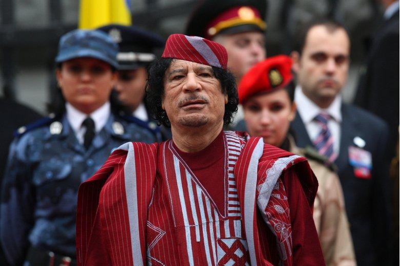 """Libijski dyktator tak bardzo lubił otaczać się kobietami, że stworzył nawet tzw. """"Amazonii Guard"""" –oddziały wojskowe złożone z samych świetnie wyszkolonych i atrakcyjnych kobiet."""