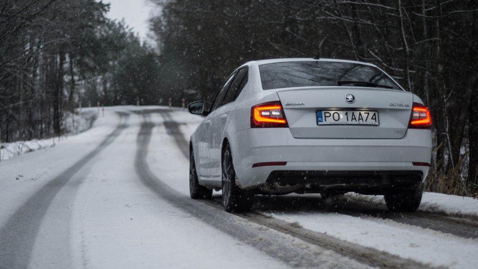 Skoda Octavia z takim wyposażeniem nie ma problemu na śniegu.