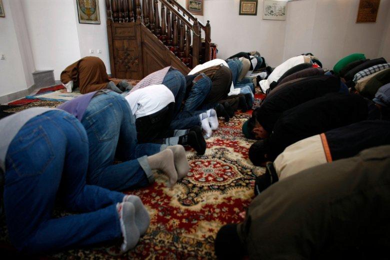 Wszystkie muzułmańskie inicjatywy w Polsce są przyjmowane z dużą dozą niechęci. Teraz dochodzi wątek finansowania przez Arabię Saudyjską. I konflikt wśród polskich wyznawców Allaha.