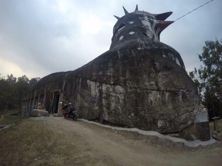 Gereja Aram, opuszczony Košciół- Kurczak. Indonezja.