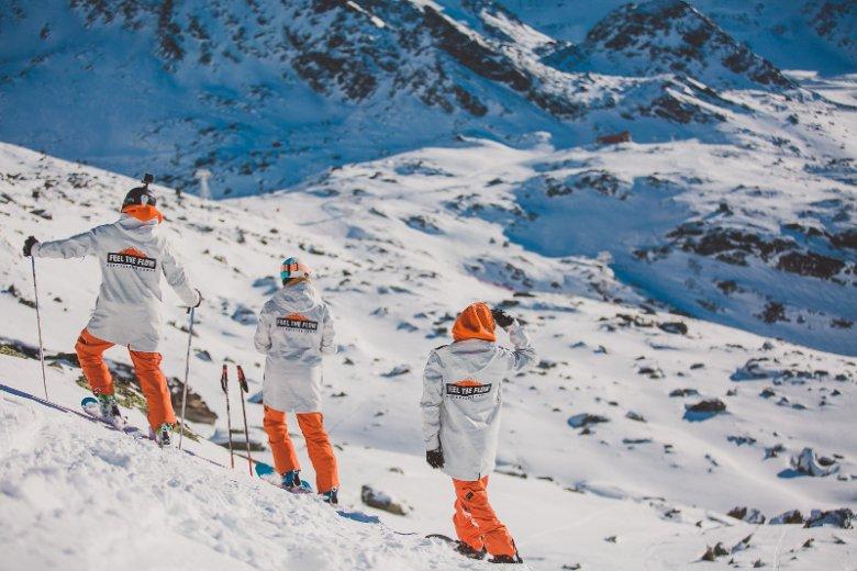 Biuro podróży Feel The Flow założono w 2006 roku. Jego twórcy chcieli zapewnić pasjonatom sportów zimowych coś więcej niż tylko ośrodek narciarski i zakwaterowanie