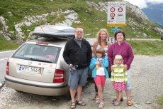 Klejnoccy w komplecie - z córkami na wakacyjnym wyjeździe.