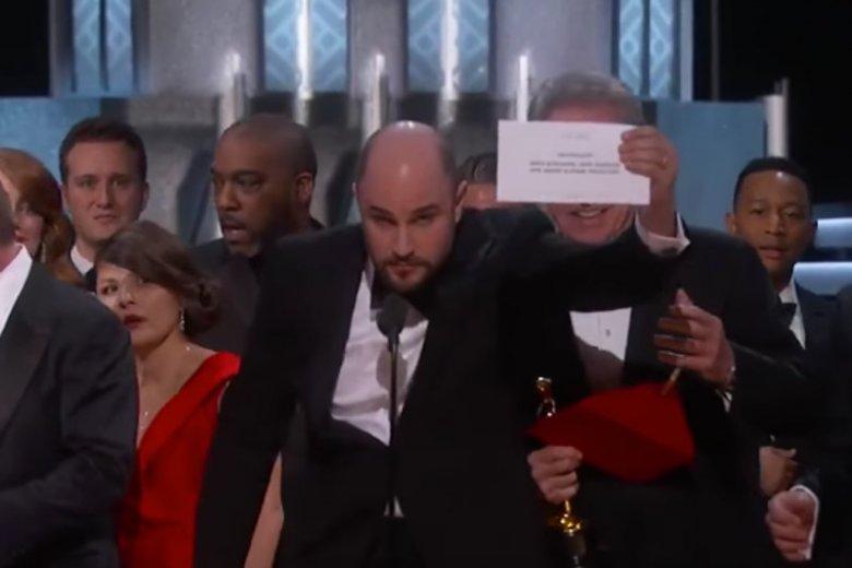 """Myśleliście, że pomylenie """"Moonlight"""" z """"La La Land"""" to największa wpadka Oskarów? Niestety, stało się coś gorszego"""