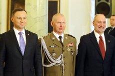Gen. broni Mirosław Różański nie pohamował się przed ironicznym pożegnaniem z prezydentem Andrzejem Dudą i szefem MON Antonim Macierewiczem.