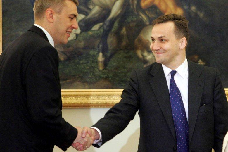 Radosław Sikorski i Roman Giertych w 2006 roku, obaj jako ministrowie w rządzie PiS.