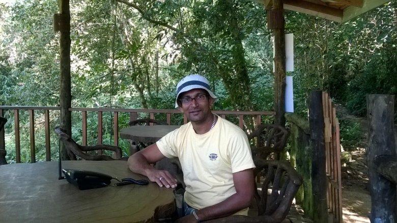 """Prasad Jagoda przeżył tsunami na Sri Lance w 2004 roku. -""""Nic nie jest już takie samo, zrewidowałem mój styl życia, moje poglądy. Zmieniłem się po tsunami. Czasem, gdy zasypiam widzę tę ścianę wody, którą zobaczyłem tamtego dnia."""""""