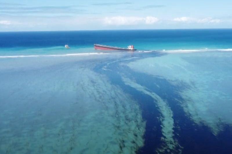 Wyciek ropy do Oceanu Indyjskiego. Mauritius zagrożony [WIDEO, ZDJĘCIA]   naTemat.pl