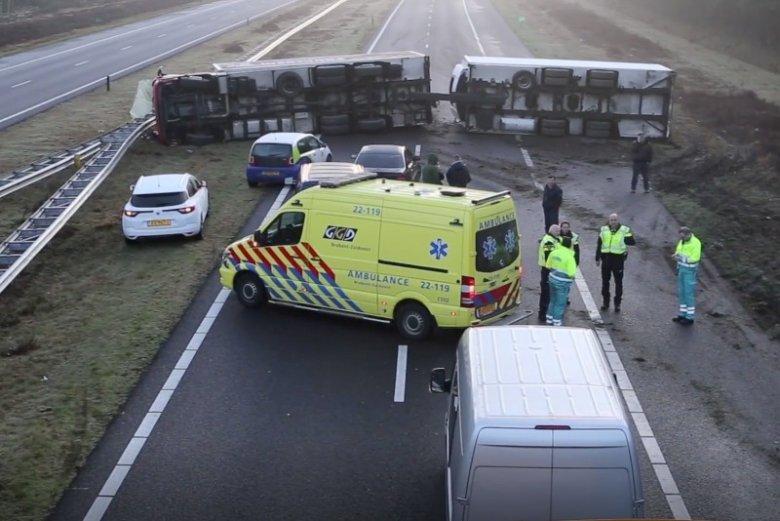 Pijany kierowca z Polski zablokował TIR-em autostradę A67 w Holandii.