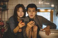 """""""Parasite"""" pokonał w Cannes Tarantino i Almodóvara. Czym koreańska produkcja oczarowała widzów i krytyków?"""