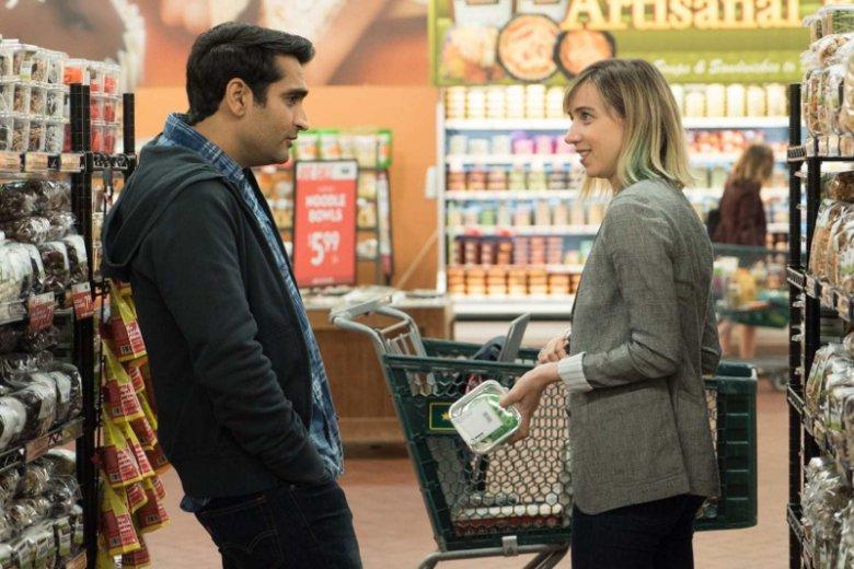 Kumail Nanjiani i Emily Gardner, główni bohaterowie komedii, którą jeden z krytyków określił jako ''jeden z tych filmów, za którymi przepada widownia''.