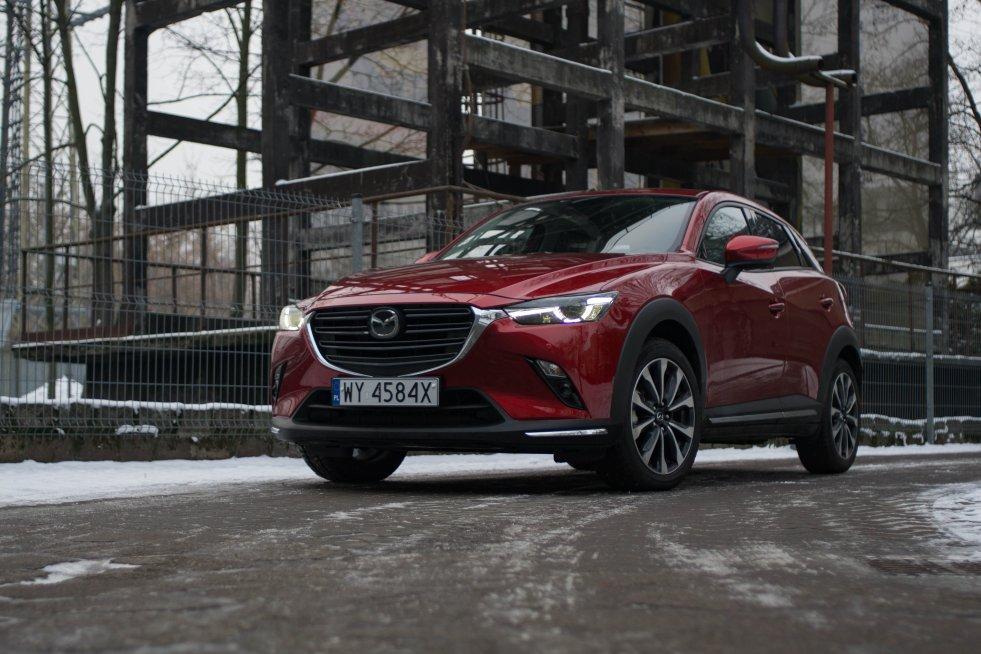 """Mazda CX-3 jest jak zawsze piękna i jak każda Mazda – trochę""""pod prąd""""."""