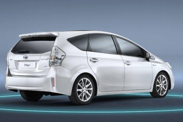 Toyota Prius - ceny od 99900zł. Ceny Prius Plug In (z możliwością ładowania baterii z gniazdka) zaczynają sie od 146 900 zł.