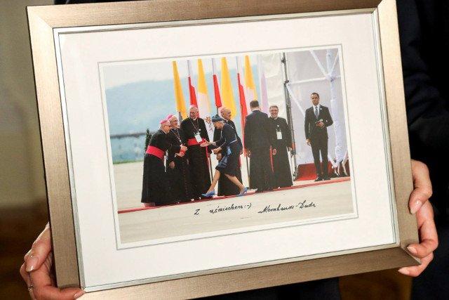 Słynne zdjęcie Pierwszej Damy wylicytowano za 200 tys. zł. Pieniądze zasilą konto fundacji WOŚP.