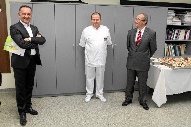 Uniwersyteckiemu Szpitalowi Klinicznemu we Wrocławiu,gdzie uratowano jego matkę kupił dwa ultrasonografy.