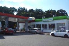Sklepy na stacjach paliw pięknie zarobią na zakazie handlu w niedzielę.
