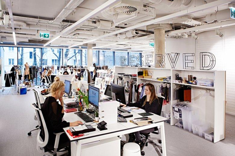 Jak dotąd w warszawskim biurze marki pracuje 30 specjalistów, ale nie wyklucza się powiększenia zespołu o kolejne osoby