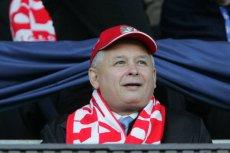 Zamiast transmisji meczu Polska - Urugwaj na antenie radiowej Jedynki miałyby być relacje z miesięcznicy smoleńskiej. Na zdjęciu – Jarosław Kaczyński podczas meczu Finlandia - Polska.