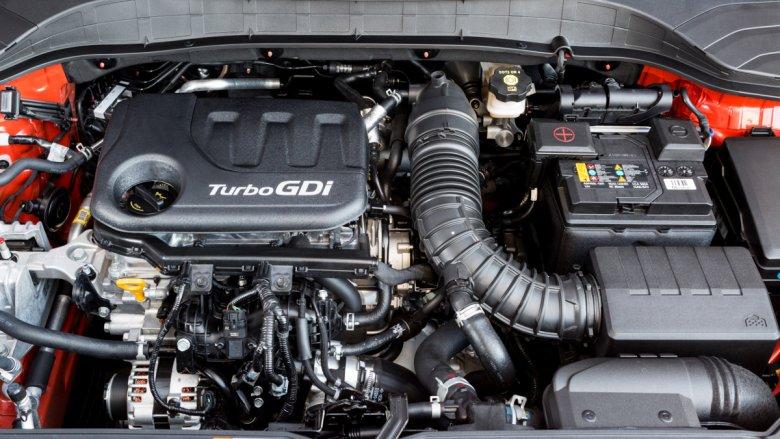 Mały litrowy turbodiesel nie zajmuje dużo miejsca pod maską.