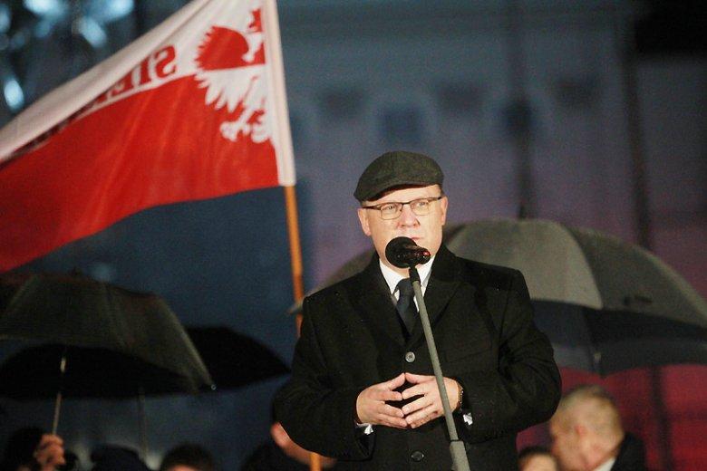 Wojewoda mazowiecki Zdzisław Sipiera wydał zgodę na budowę pomnika ofiar katastrofy smoleńskiej. Monument ma stanąć na placu Piłsudskiego.
