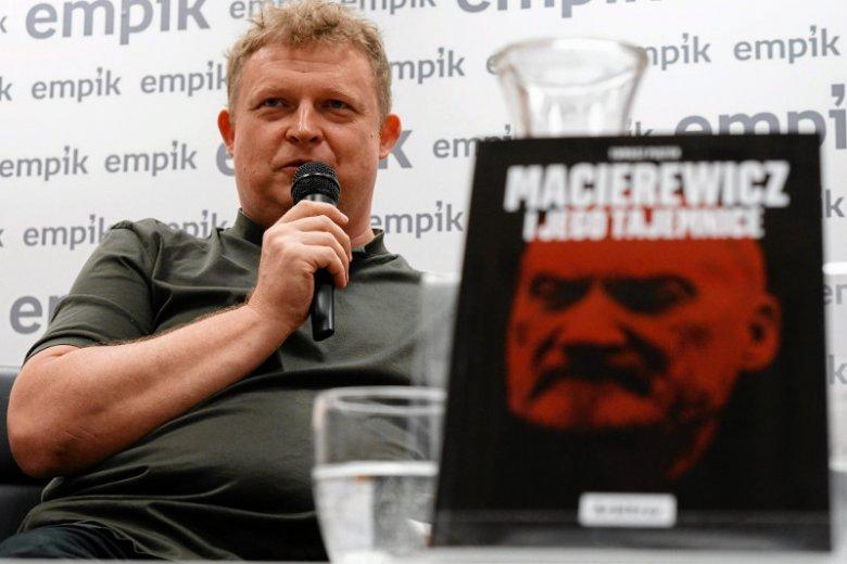 Książka Tomasza Piątka opisywała rzekome koneksje Macierewicza z rosyjskimi służbami.