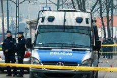 Mężczyzna, który skoczył ze słupa energetycznego we Wrocławiu, zginął na miejscu.