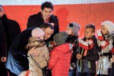Andrzej Duda w Stalowej Woli znalazł dla dzieci dużo czasu.
