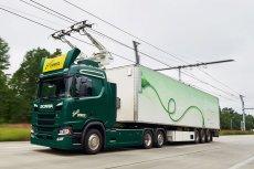 eHighway to elekryczna autostrada, z której mogą korzystać wyposażone w pantografy ciężarówki hybrydowe. Technologia, zapewniając stałe zasilanie dla pojazdów podczas jazdy, łączy wydajność kolei z elastycznością transportu drogowego