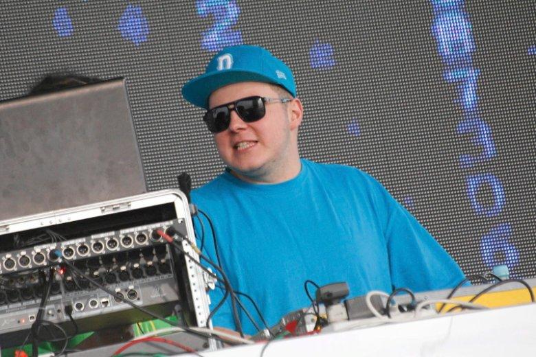 Donatan zaczyna mieć problemy finansowe po tym, jak chwycił Edytę Górniak za pośladek na festiwalu w Opolu.