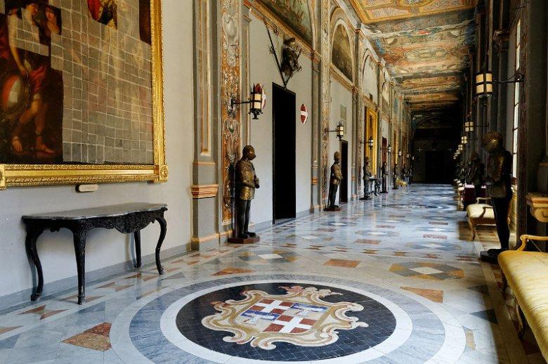 Wnętrza Grandmaster's Palace, zabytkowego pałacu w Valletcie na Malcie