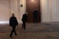 Jak prezes Kaczyński wchodzi do Sejmu? Poseł Tomczyk z PO nagrał film.