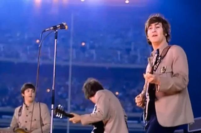 The Beatles podczas koncertu na Shea Stadium w 1965 r.