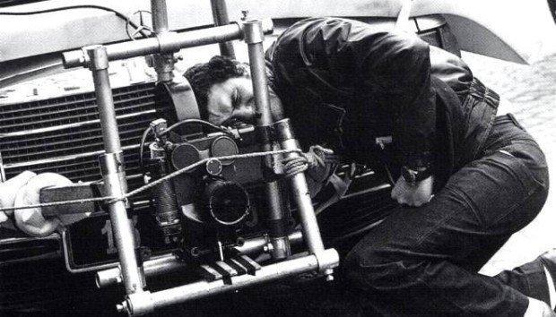 Lelouch i kamera zamontowana na jego Mercedesie
