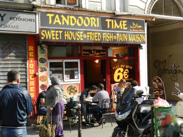 "Hinduskie ""na wynos"" lub ""na miejscu"" na rue du Faubourg Saint Denis."