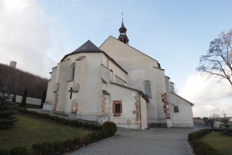 Kościół św. Bartłomieja Apostoła w Chęcinach u stóp słynnych ruin średniowiecznego zamku królewskiego to jedna ze starszych świątyń w Polsce. Ufundował ją król Władysław Łokietek.