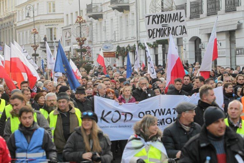 Sobotnia demonstracja KOD w stolicy była niemałym sukcesem ruchu.