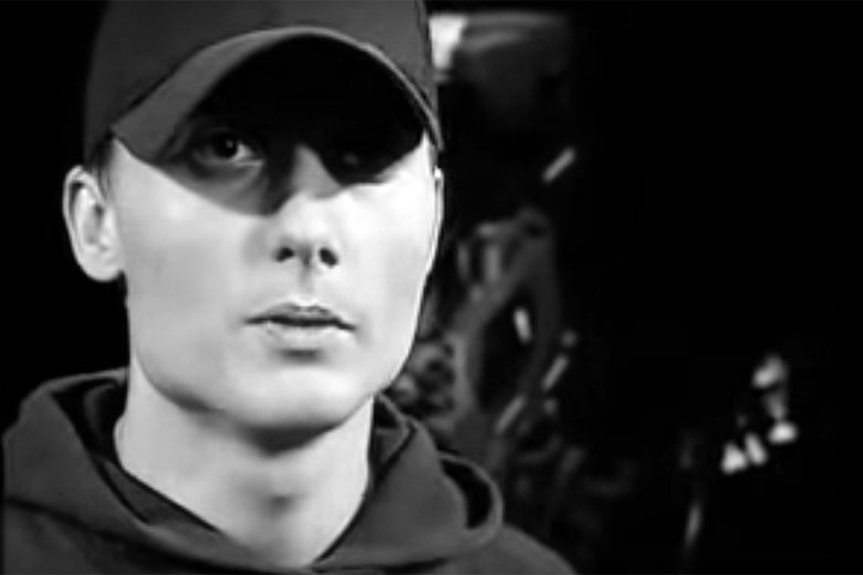 Piotr Łuszcz, czyli Magik związany był z dwoma wielkimi zespołami hip-hopowymi: Kalibrem 44 oraz Paktofoniką.