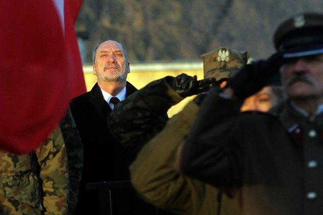 Zdaniem opozycji Macierewicz dopuścił się zdrady.