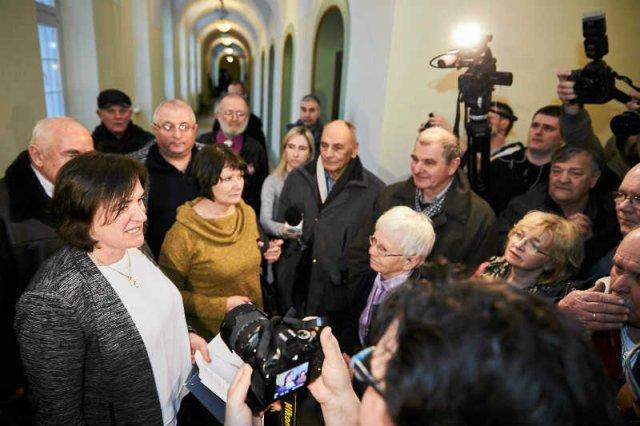 Zwolennicy PiS zaatakowali werbalnie posłankę PO Agnieszkę Pomaską.